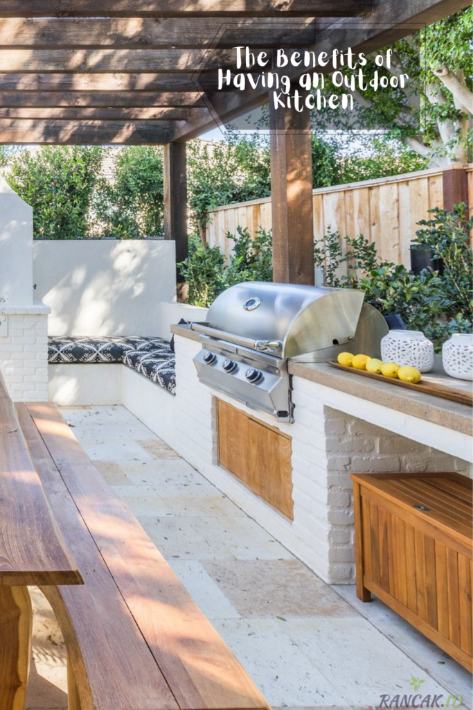 The Benefits of Having an Outdoor Kitchen or Barbecue Area in Your Backyard